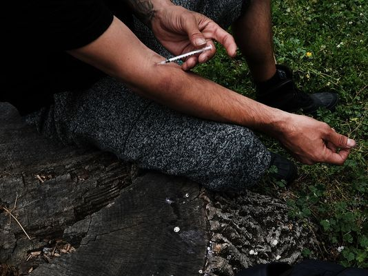 Medical responses to opioid addiction vary by state, analysis finds